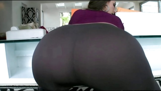 Sexy Big Ass White Girl In Tight Pants Fucking BBC!!!