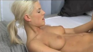 Young lovers mouth clamped on her clit
