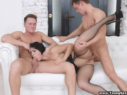 Young Sex Parties – Jessica Linkoln – Nubile DPed by two businessmen